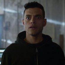 Mr. Robot: Rami Malek in una scena della premiere della terza stagione