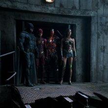 Justice League: foto di gruppo del team in tenuta da combattimento