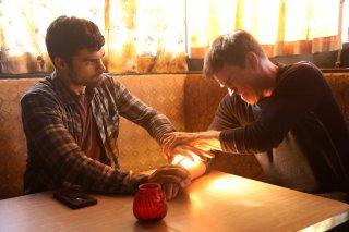 The Gifted: Stephen Moyer e Sean Teale in una scena del pilot