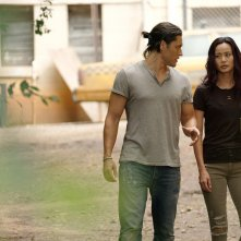 The Gifted: Jamie Chung insieme a Blair Redford in una scena