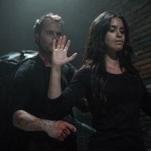 American Assassin: Taylor Kitsch e Shiva Negar in una scena del film