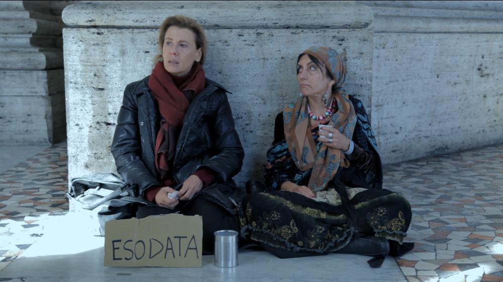 L'esodo: Rosaria De Cicco e Daniela Poggi in una scena del film