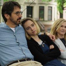 The Big Sick: Zoe Kazan, Holly Hunter e Ray Romano in una scena del film