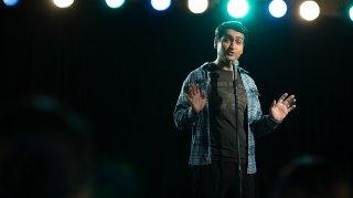 The Big Sick: Kumail Nanjiani sul palco della stand up