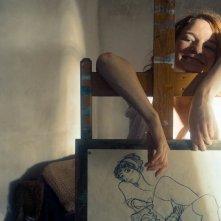Egon Schiele - Death and the Maiden: Valerie Pachner in una scena del film