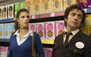 Abracadabra: Maribel Verdú e Jose Mota in una scena del film