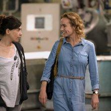 Catch the Wind: Sandrine Bonnaire e Lubna Azabal in una scena del film