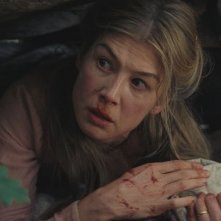 Hostiles: Rosamund Pike in una scena del film