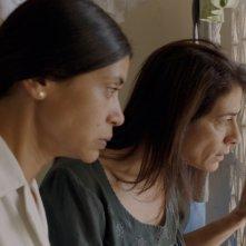 Insyriated: Hiam Abbas e Juliette Navis in una scena del film