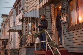 Last Flag Flying: Steve Carell e Bryan Cranston in un momento del film