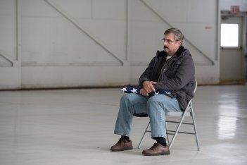 Last Flag Flying: Steve Carell in una scena del film