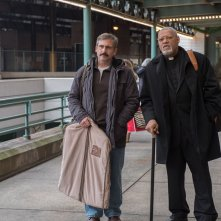 Last Flag Flying: Steve Carell e Laurence Fishburne in una scena del film