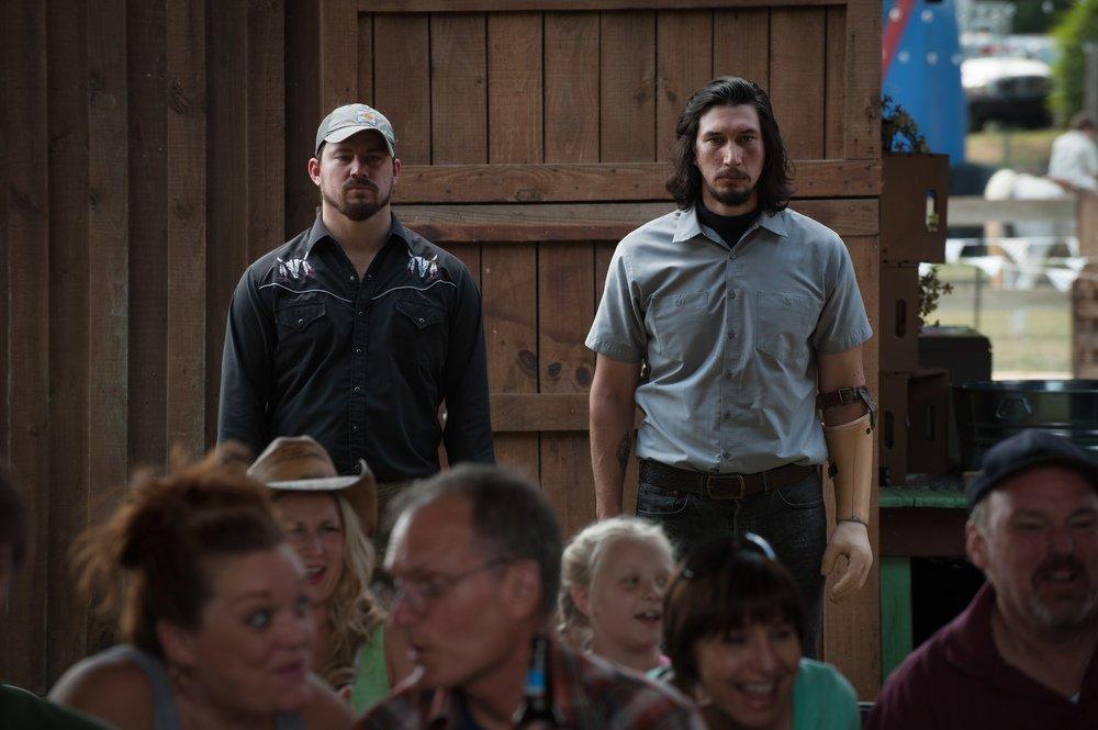 Logan Lucky: Adam Driver e Channing Tatum in una scena del film