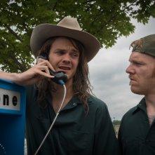 Logan Lucky: Jack Quaid e Brian Gleeson in una scena del film