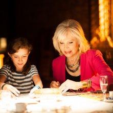 Metti una notte: Amanda Lear e Flavia Mattei in una scena del film