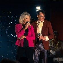 Metti una notte: Maurizio Lombardi e Amanda Lear in una scena del film