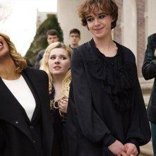 Freak Show: Abigail Breslin, Laverne Cox, Annasophia Robb e Alex Lawther in una scena del film