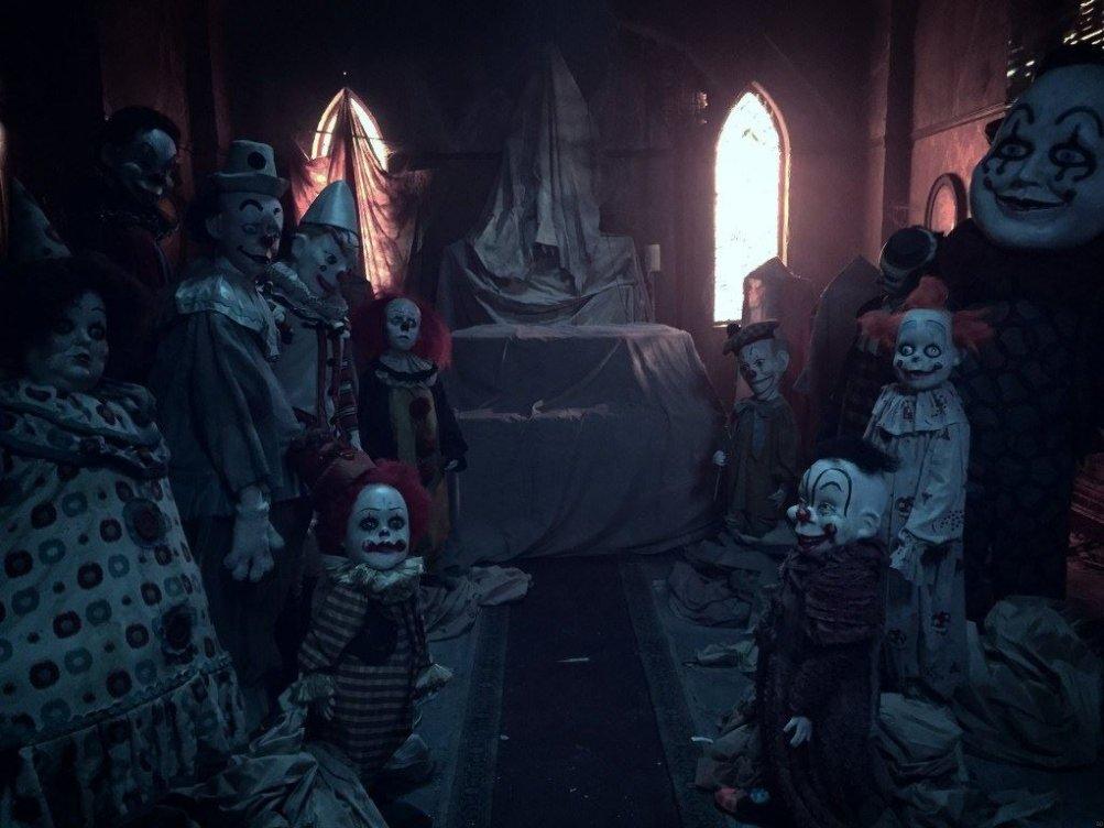 images/2017/10/21/i-clown-nel-secondo-trailer-di-it-maxw-1280.jpg