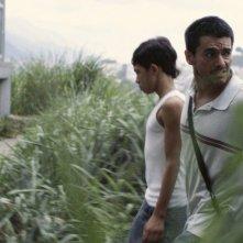La familia: Giovanni García e Reggie Reyes in una scena del film