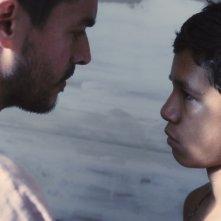 La familia: Giovanni García e Reggie Reyes in un'immagine tratta dal film