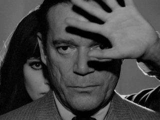 Agente Lemmy Caution, missione Alphaville: Eddie Constantine e Anna Karina in una scena del film