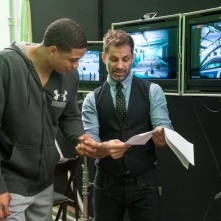 Justice League: Zack Snyder sul set insieme a Ray Fisher