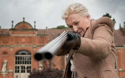 Mistero a Crooked House: Agatha Christie torna al cinema con Max Irons e Glenn Close