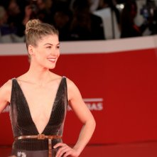 Roma 2017: Rosamund Pike sul red carpet di apertura