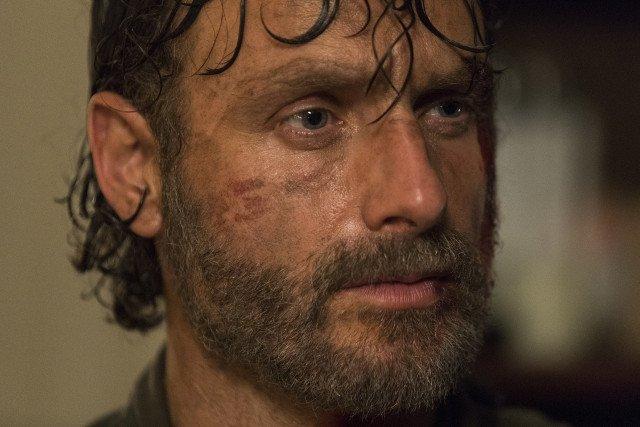 The Walking Dead: un primo piano di Andrew Lincoln nell'episodio The Damned