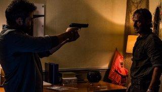The Walking Dead: Andrew Lincoln in una scena dell'episodio The Damned