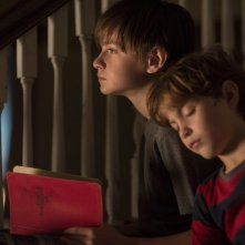 Il libro di Henry: Jaeden Lieberher e Jacob Tremblay in una scena del film