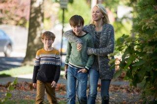 Il libro di Henry: Naomi Watts, Jaeden Lieberher e Jacob Tremblay in una scena del film