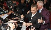 Johnny Depp ubriaco sul red carpet di Assassinio sull'Orient Express?