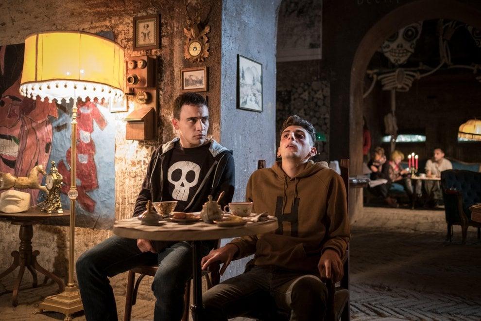 La profezia dell'armadillo: Simone Liberati e Pietro Castellitto in una scena del film