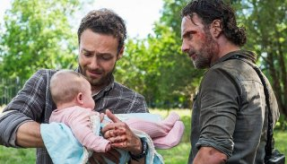 The Walking Dead: Andrew Lincoln in una scena dell'episodio Monsters