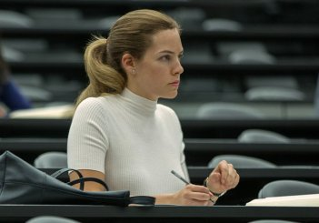 images/2017/11/07/the-girlfriend-experience-riley-keough-05.jpg