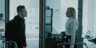 Mr. Robot: Portia Doubleday e Rami Malek in una scena dell'episodio eps3.4_runtime-err0r.r00