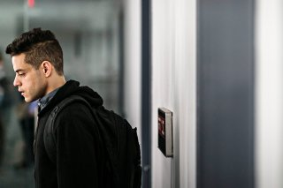 Mr. Robot: Rami Malek in una scena dell'episodio eps3.4_runtime-err0r.r00