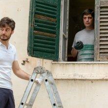 La casa di famiglia: Lino Guanciale e Libero De Rienzo in una scena del film