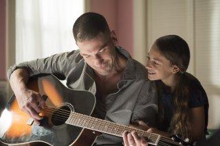 The Punisher: Nicolette Pierini e Jon Bernthal in una scena