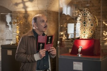 Caccia al tesoro: Carlo Buccirosso in una scena del film