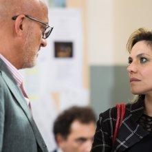 Gli sdraiati: Claudio Bisio e Antonia Truppo in un momento del film