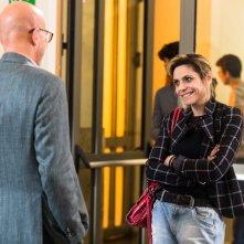 Gli sdraiati: Claudio Bisio e Antonia Truppo in una scena del film