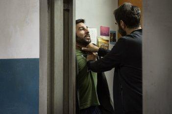 Smetto quando voglio - Ad honorem: Edoardo Leo e Neri Marcorè in una scena del film