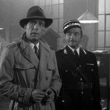 Casablanca: Humphrey Bogart e Claude Rains in una scena del film