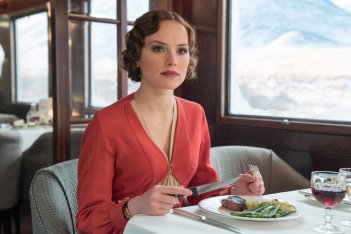 Assassinio sull'Orient Express: Daisy Ridley in una scena del film