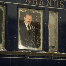 Assassinio sull'Orient Express: Johnny Depp in una scena del film