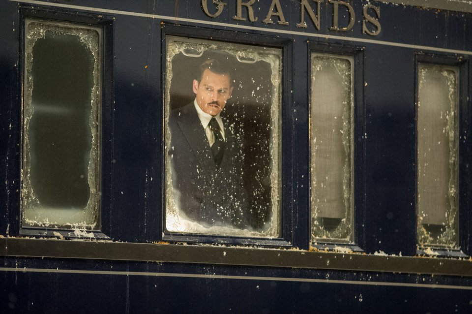 Assassinio sull'Orient Express: Johnny Depp in una scena del film