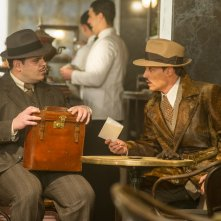 Assassinio sull'Orient Express: Johnny Depp e Josh Gad in una scena del film