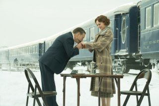 Assassinio sull'Orient Express: Kenneth Branagh e Daisy Ridley in una scena del film